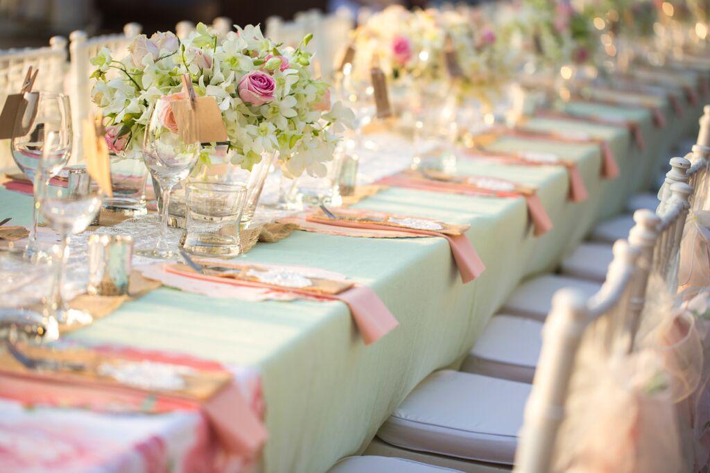 (2)お色直しのカラードレスに合わせてテーブルコーディネートをしてみる