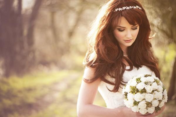 うつむき加減の花嫁