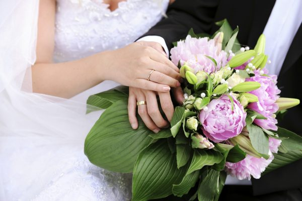 Bride and Groom holding hands - XXXL Image