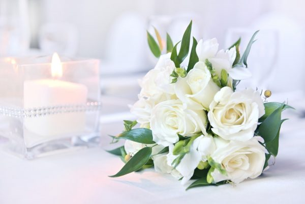 small bouquet of white roses on a bridal party table