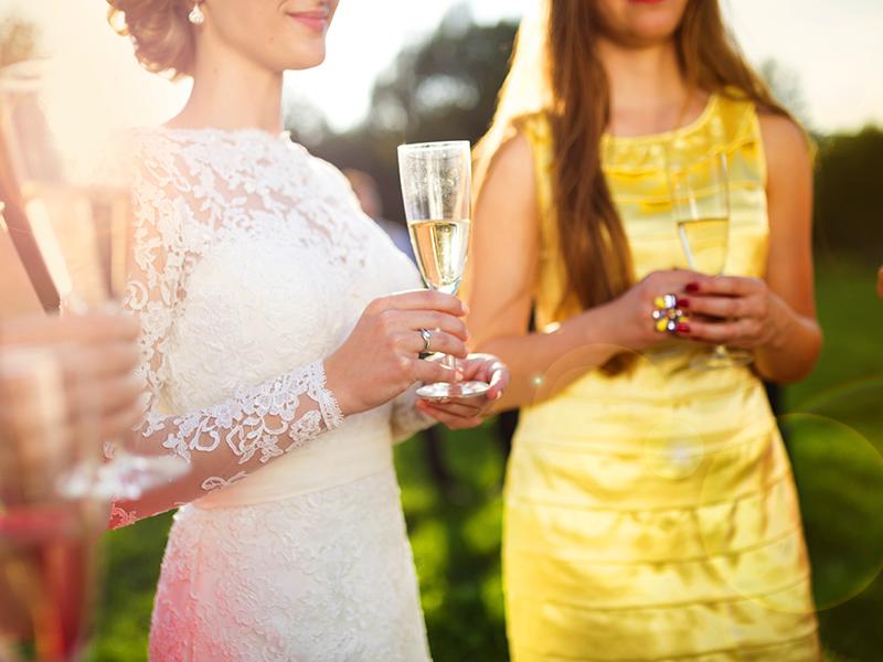 00f51d47d2cb8 結婚式の招待状が届いたら、まず用意しなきゃいけないのはお呼ばれドレス。どんなドレスを着ていこうか迷いますよね。いざドレスを買いに行こうとお店を回ると、可愛い  ...
