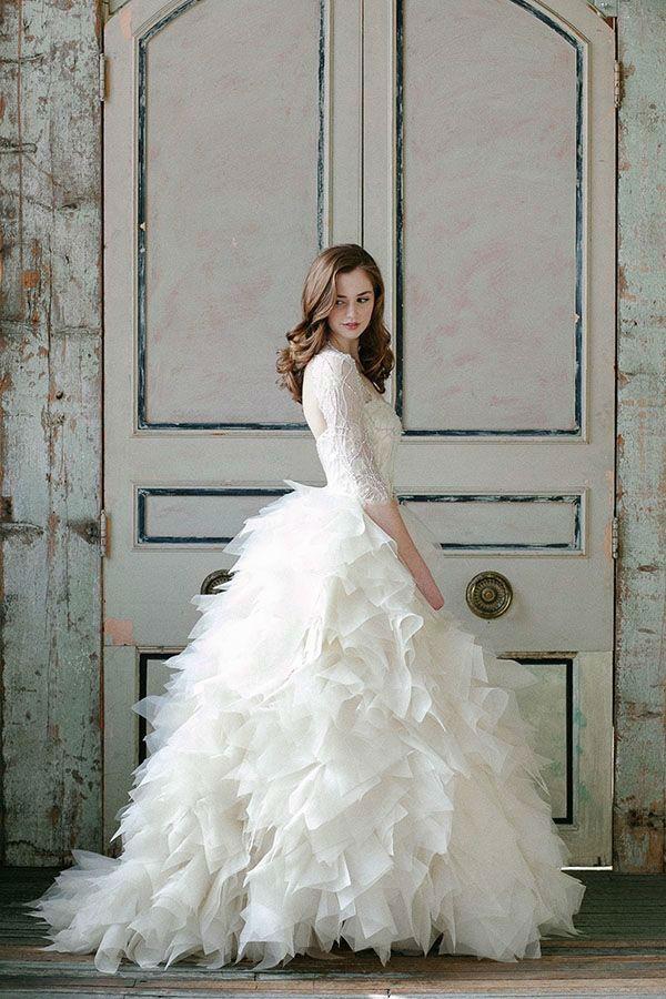クラシカルで可愛い♡おすすめ長袖ウェディングドレス画像集 First Film ファーストフィルム 結婚式